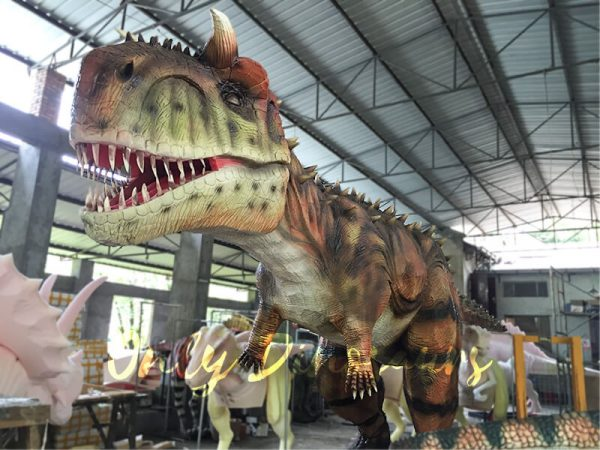 A Giant Carnotaurus in the Factroy