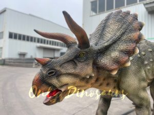 Lifelike Triceratops Animatronic Dinosaur Statue