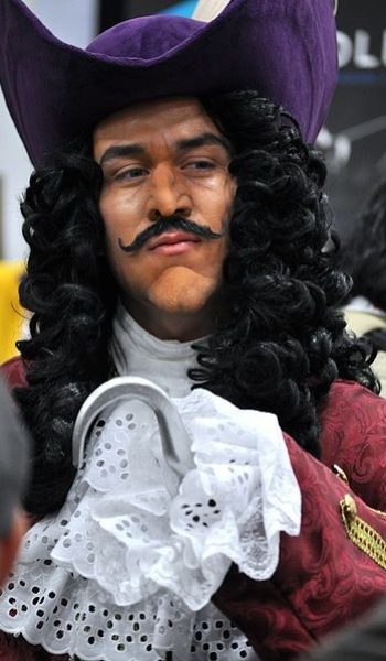 Costume-ideas-Sail-the-Neverlands-waters-as-Captain-Hook