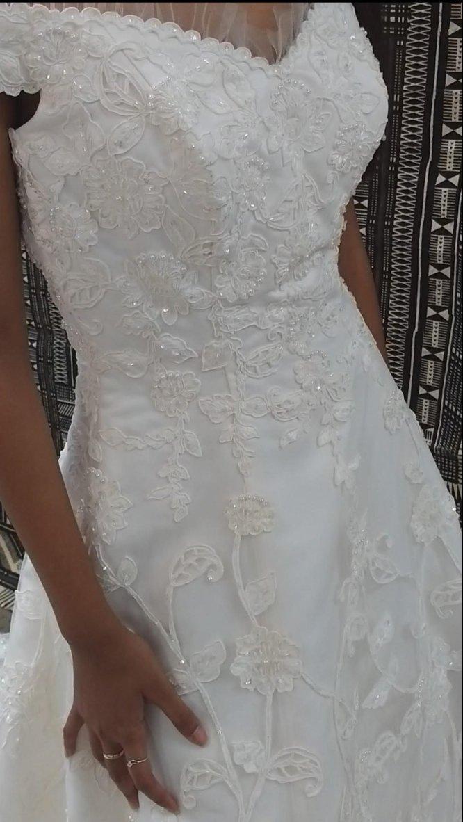 lace aline wedding dress | pre-loved wedding dress