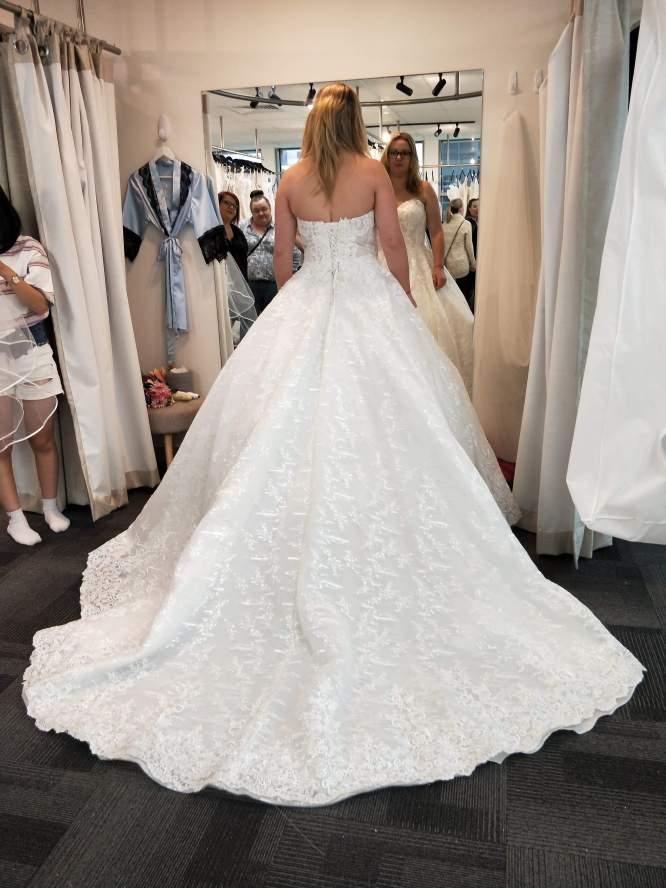 Julia bridal wedding dress | preloved wedding dress