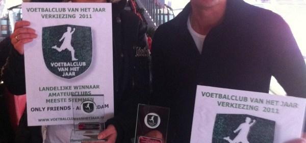 Dennis met Award Voetbalclub van het jaar