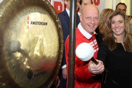 Only Friends en ABN AMRO luiden samen de gong