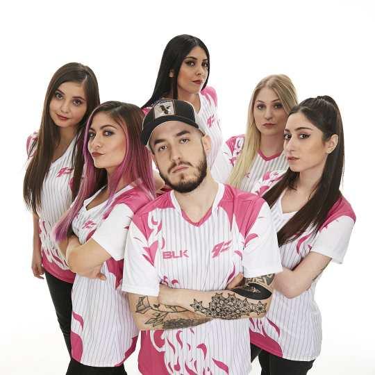 El equipo de 9z de CS:GO femenino.
