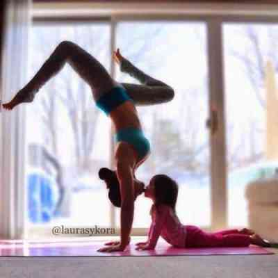 yoga mom daughter3