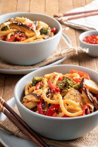 Лапша с овощами и тофу