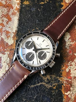 universal-geneve-the-brown-compax-nina-rindt-nat-1
