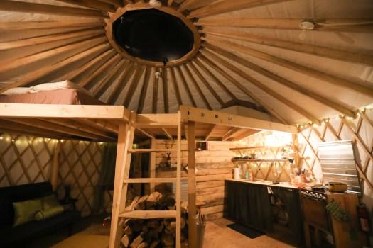 Intérieur de la yourte au Borefuge à L'Ange Gardien au Québec