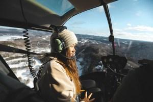 Dans l'hélicoptère au dessus du Mont Tremblant l'hiver