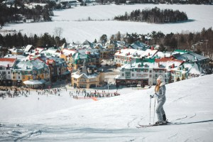Ski et vu sur la station du Mont Tremblant au Québec