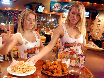 OnMilwaukeecom Dining Hooters will soon replace Pedros