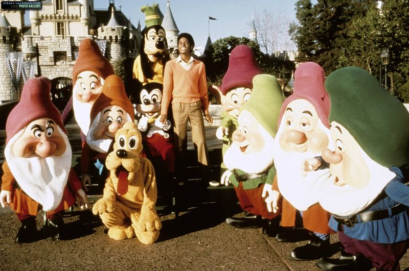 michael-films-a-special-at-disneyland-for-disneys-25th-anniversary(15)-m-2 (1)