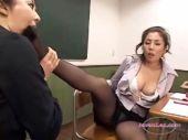 美人女教師が放課後の教室で全身を舐め合って快感に喘ぐおめこなれズビアンyuutyu-bu