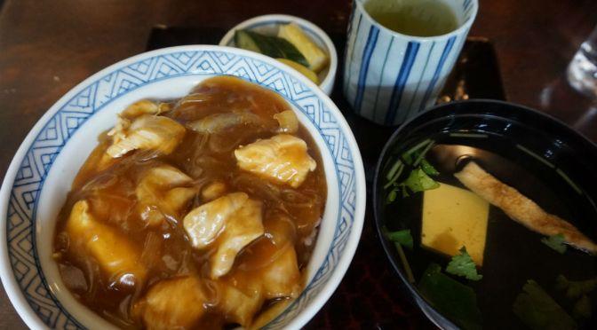 神田「まつや」老舗蕎麦屋のカレー丼