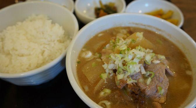本郷「吉田とん汁店」美味しい豚汁定食1本勝負。その心意気は買いだけど、ほかに何かが欲しいな?
