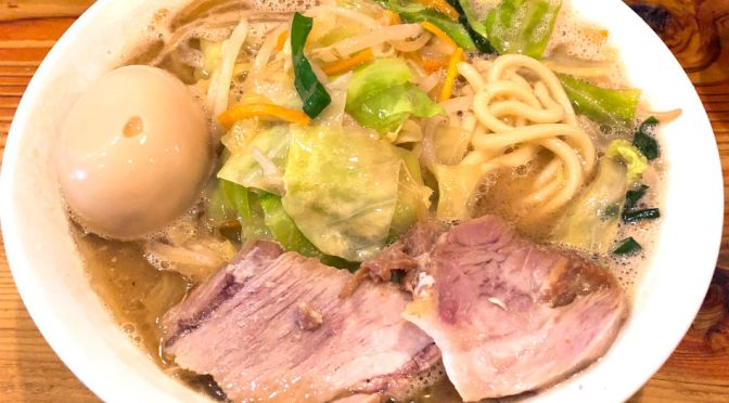 練馬「濃菜麺井の庄」輪郭のしっかりしたスープ、ストレートの太麺と相性抜群。