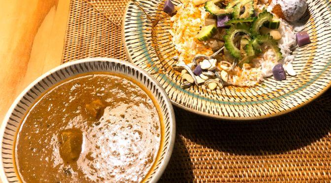 御茶ノ水「ホンカトリー」穏やかなスパイス感、独創的なデコレーションの美味しいカレー。ご主人も味わいがある。