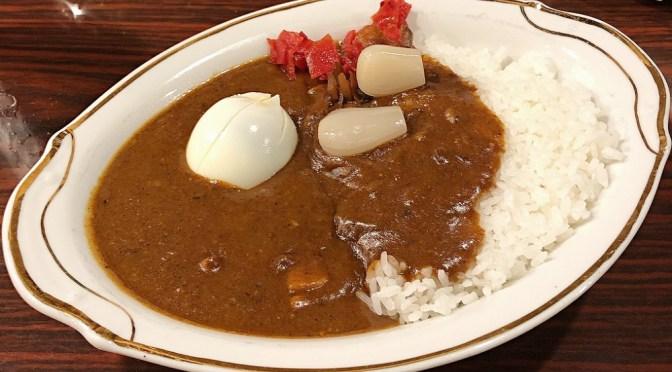 神田「インデラ」付け合わせ11種類がサービス。懐かしの美味しいカレーライス。