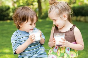 u2_Milk_drinking_kids