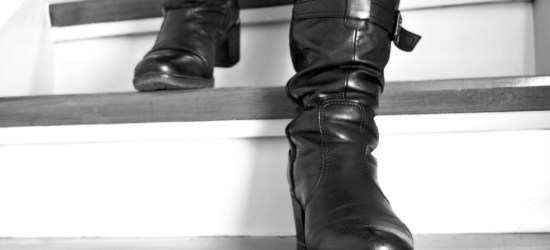She dominates me in leather boots