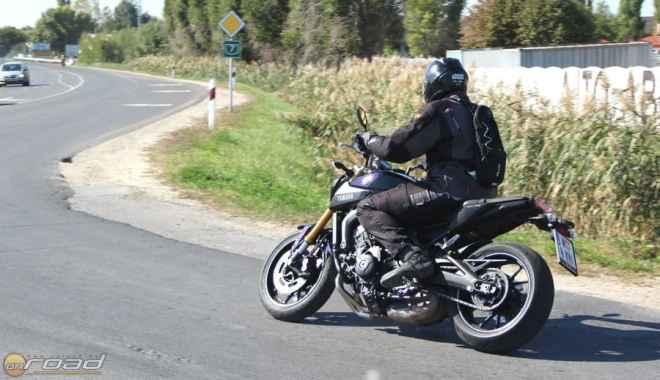 Elég nehéz normálisan motorozni vele