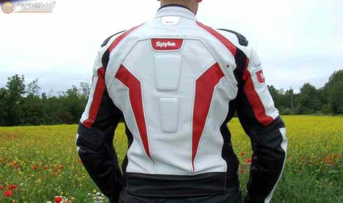 Öt protektor található benne, teljeskörű védelmet nyújt viselőjének a Spyke Corsa GP