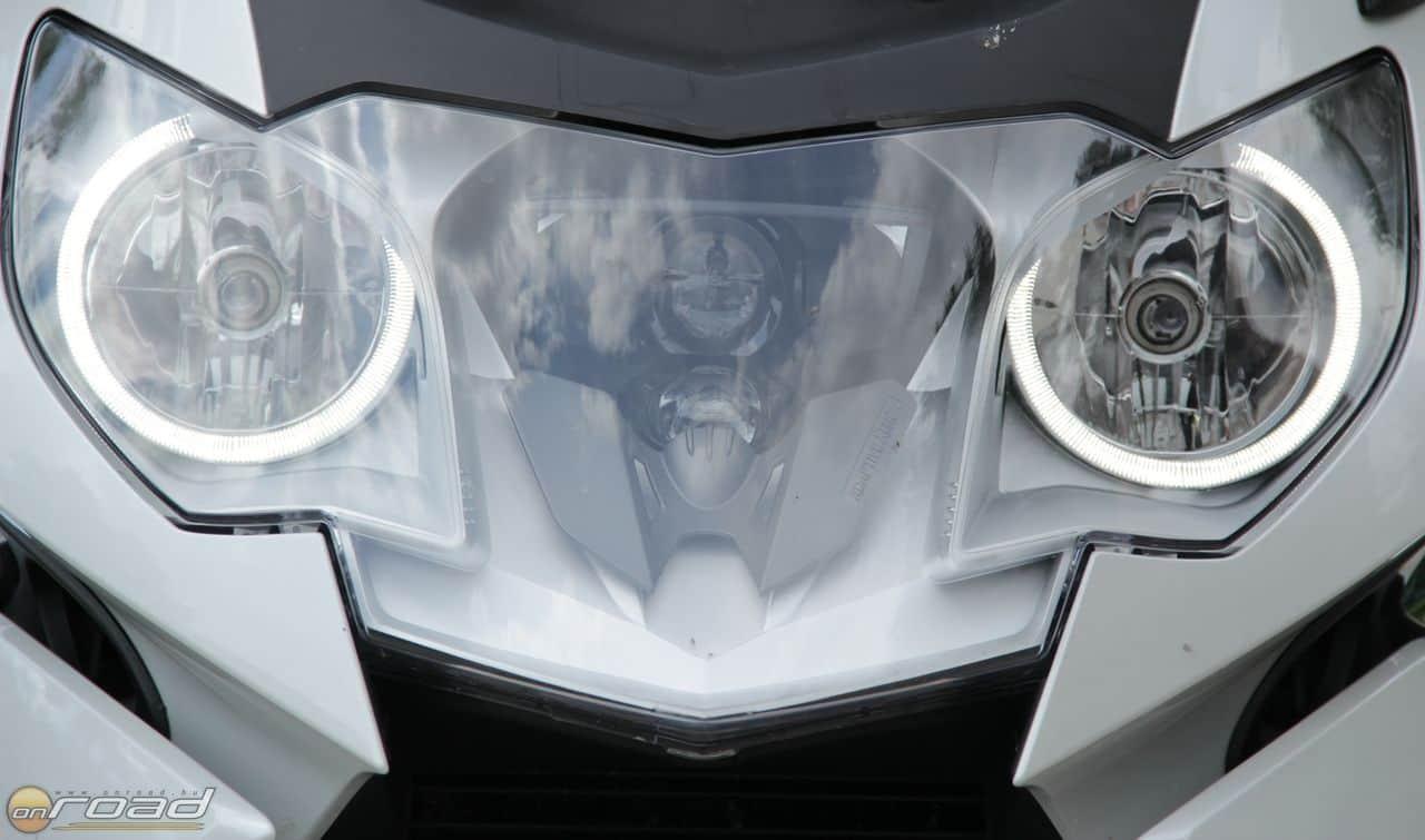 Kanyarkövető intelligens xenon automatikus nappali fénnyel. A mai világítástechnika csúcsa