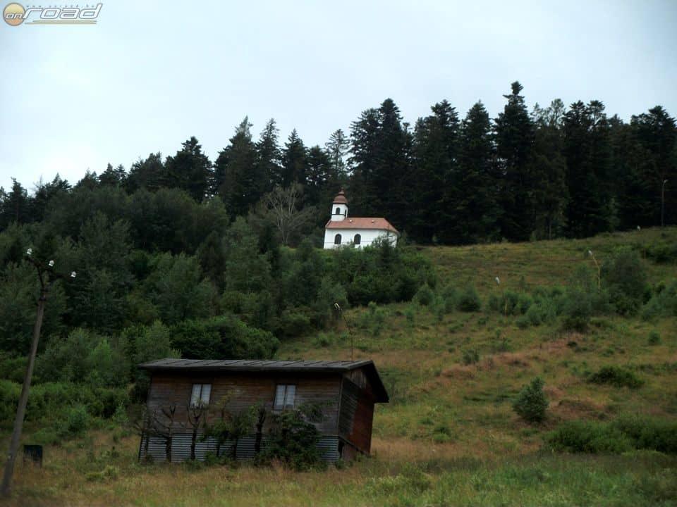 A hegyvidéki táj a maga egyszerű és természetközeli építészetével mindig lenyűgöz