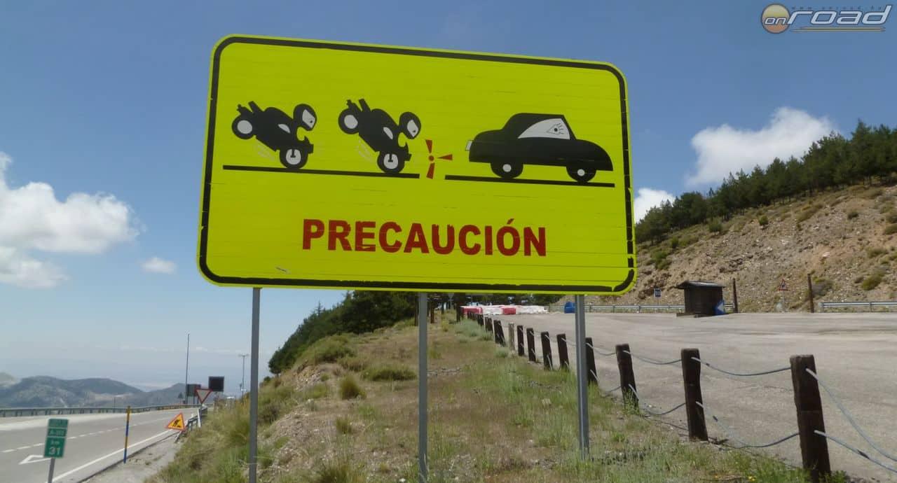 Sok lehet hétvégén a motoros a Sierra Nevada felé vezető úton, nekik szól a tábla