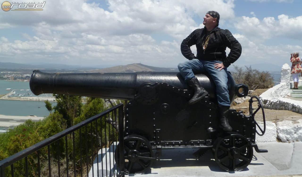 Emlékmű: Gibraltár hős védője. Vagy leigázója? Ahogy tetszik…