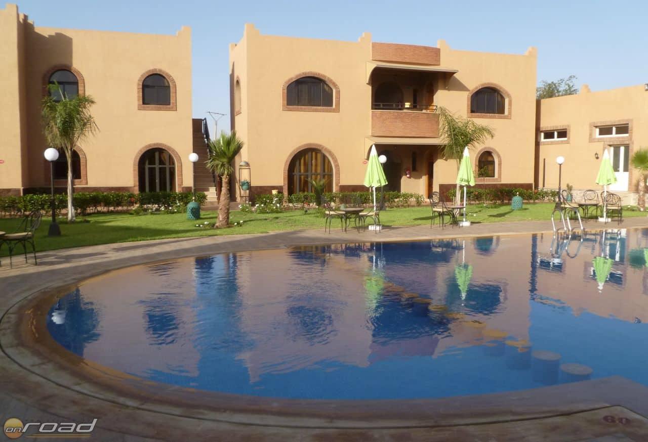 Valóságos kis oázis a poros környéken a Hotel Nzaha