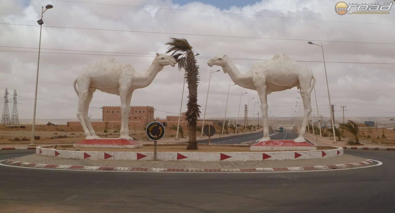 A városok kapuinál mindenféle szobrok várják az utazót