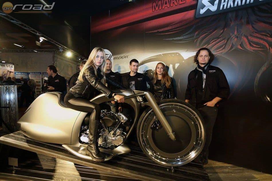 Igor Akrapovic a szlovén Dreamachine Motorcycle csapatával együtt, közel 900 munkaórát fektetett a Full Moon elkészítésébe