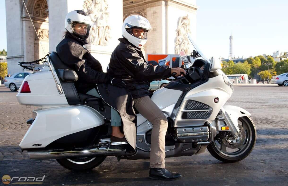 Párizsban így néz ki egy motoros taxi - ott ez nagyon elterjedt szállítási forma