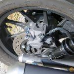 Egy dugattyús fék, az ABS alap