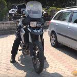 motorozasi-technikak-sorozat-16-tolatas-emelkedon-onroad-3