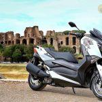 yamaha-xmax-300-roma-edition-onroad-1
