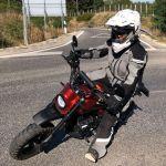 Így is lehet motorozni vele – de Anita is végig vigyorgott a nyeregben! :-)