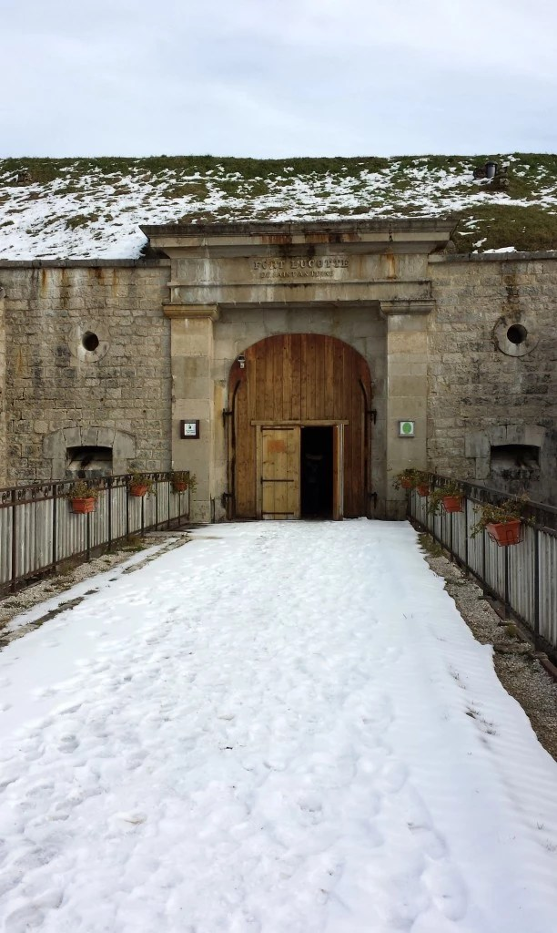 neige fort saint antoine doubs