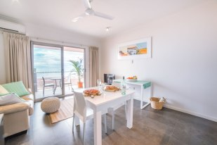 onslow-beach-resort-rooms-dining-small
