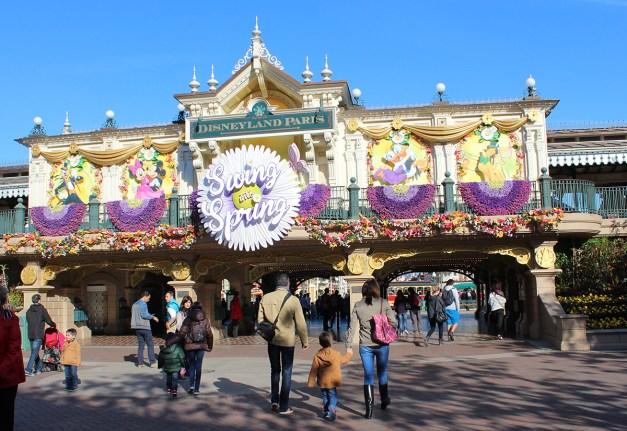 l'entrée du parc Disneyland