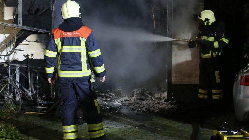 brand in garage Zandoogjelaan
