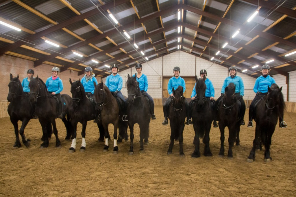 Friezenteam Avalon: piraten op paarden