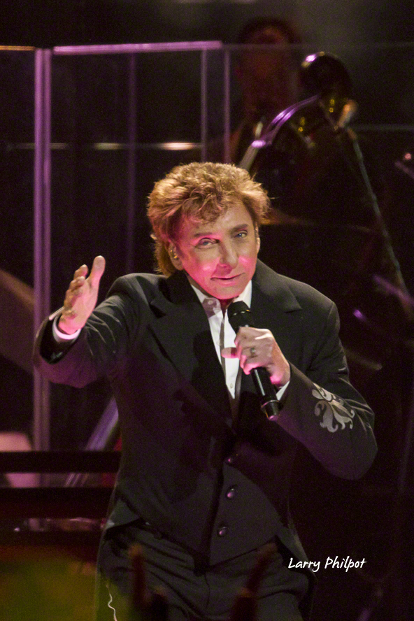 Photos Manilow in Indianapolis  OnStage Magazinecom