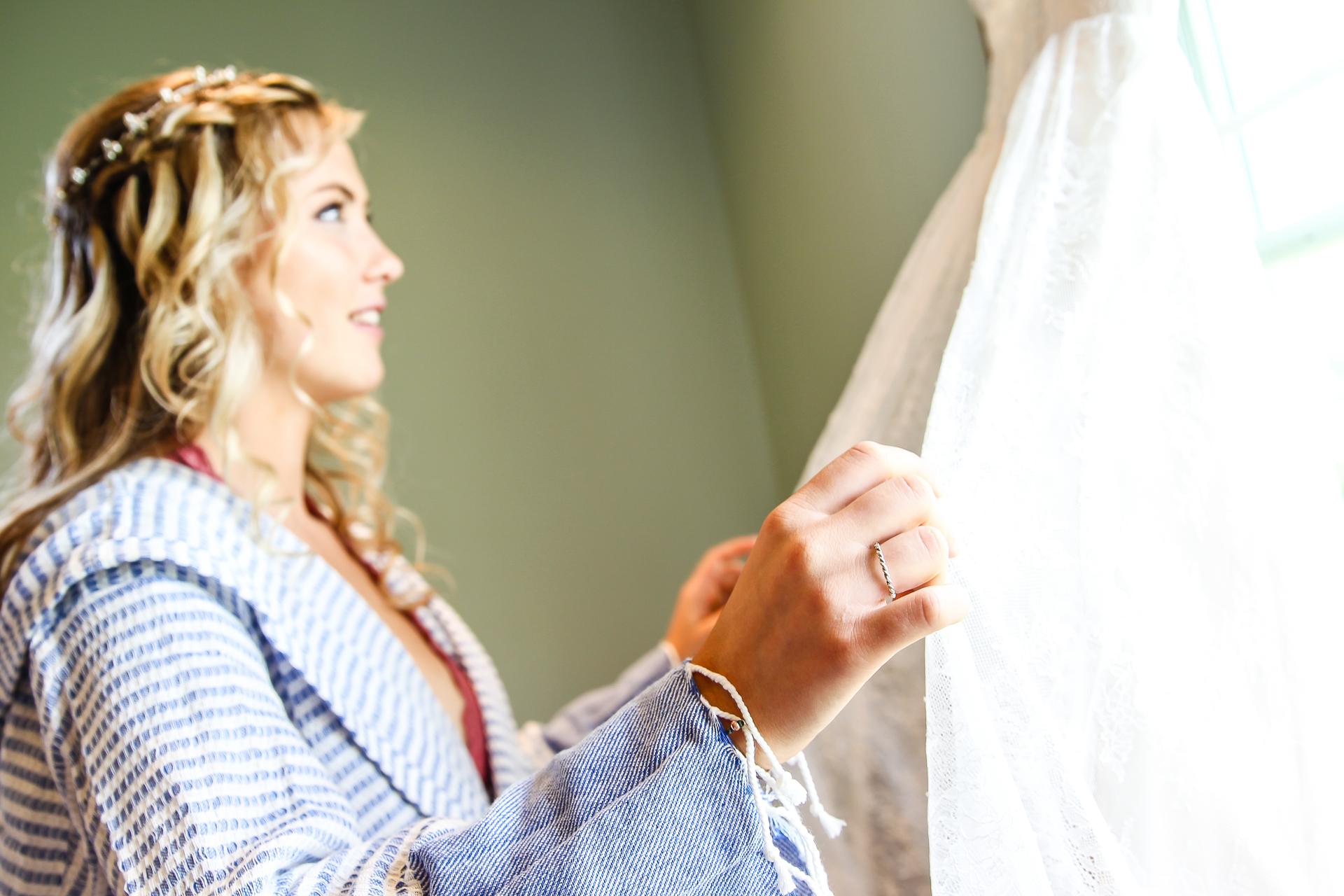 Jordan + Kevin Wedding On Sunny Slope Farm Wedding Venue by Linda Hexter Photography (4 of 30)