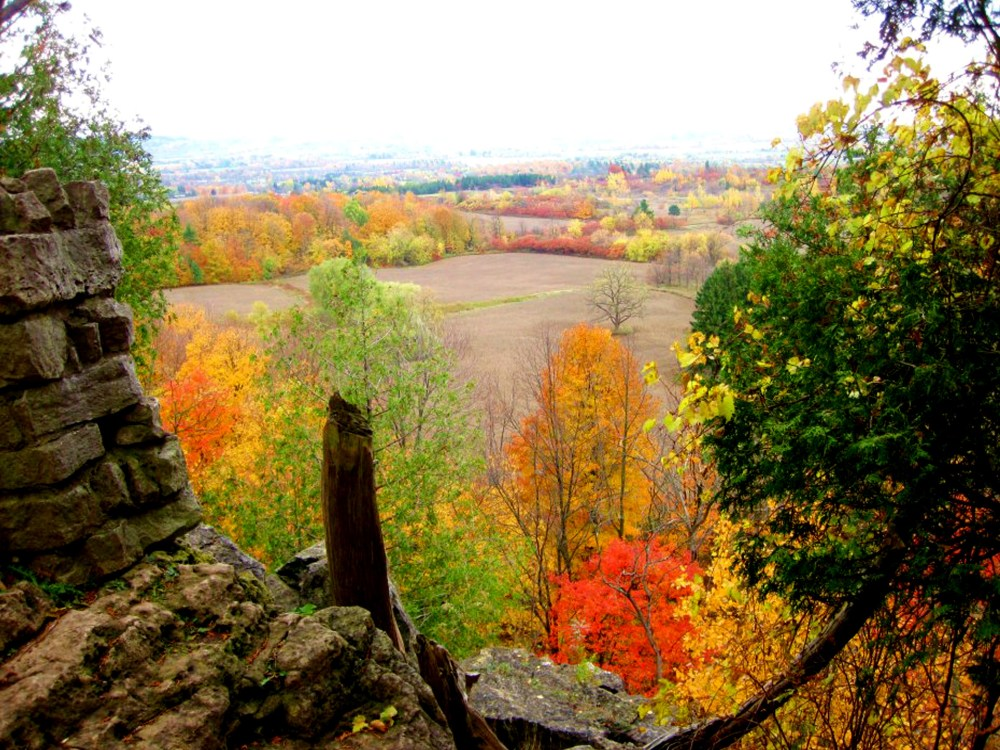 Fall colours at Rattlesnake Point