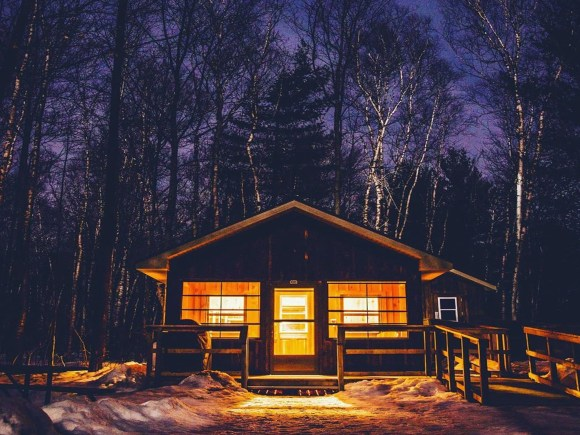 Cozy cabin in Arrowhead Provincial Park