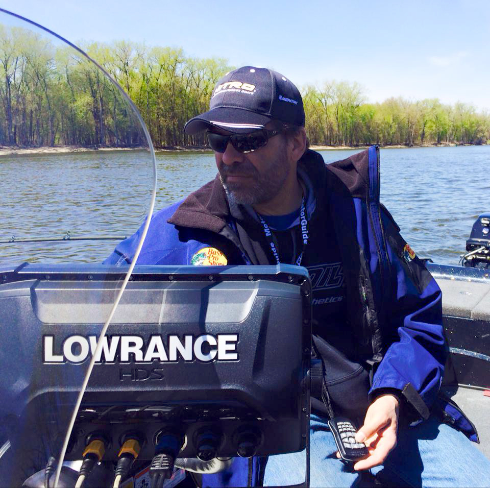 In order to better replicate the underwater home where fish live and how you interact with the display, Lowrance has developed and specially tuned a visibly better screen delivering better definition of sonar returns, dynamic dimensionality in menu elements and a layered, strong and subtle color scheme for striking on-screen detail.