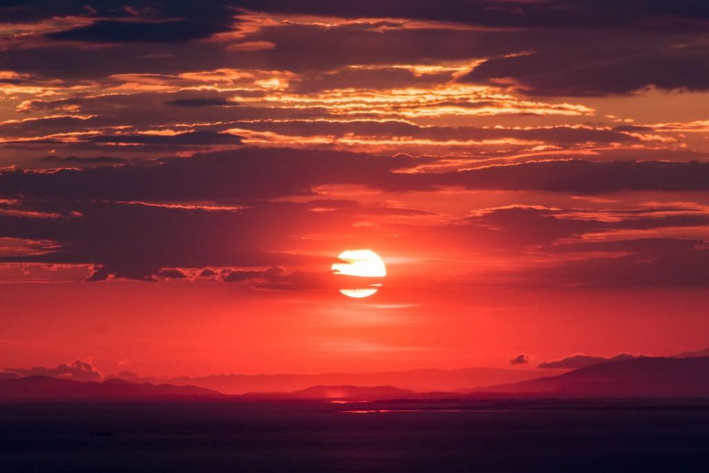 Rode lucht bij zonsondergang