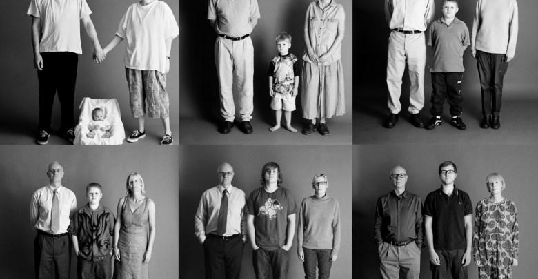 عائلة تلتقط لنفسها صورة من كل عام بنفس الوضعية على مدار 22 عام